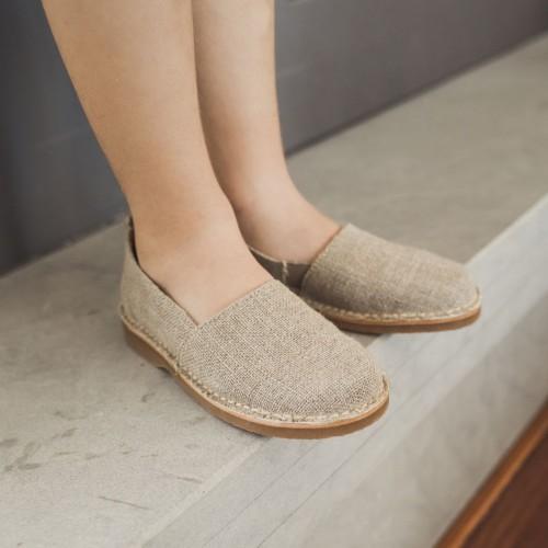 Slip-on linen shoe