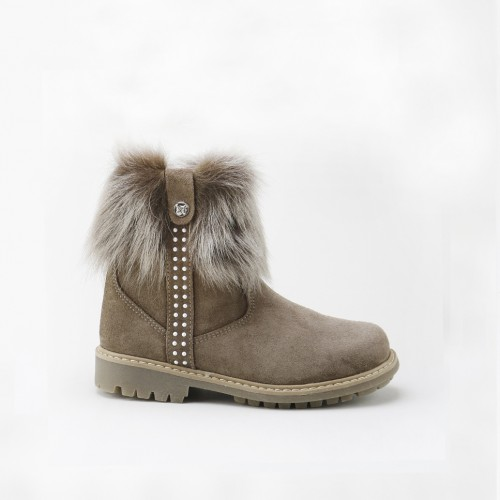 Fur boot with little pearls
