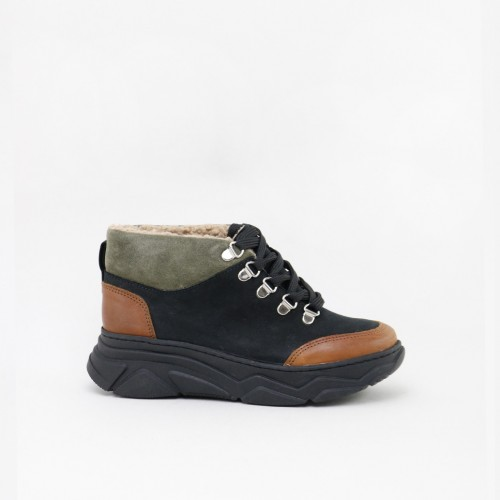 Trekking style ankle boots