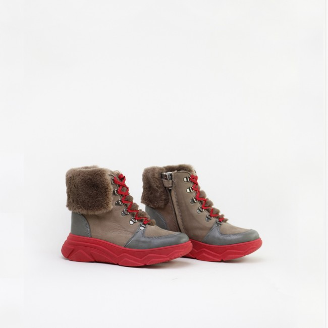 Trekking style ankle boot...