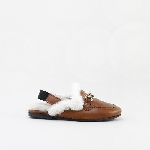 Slipper type moccasin with fur