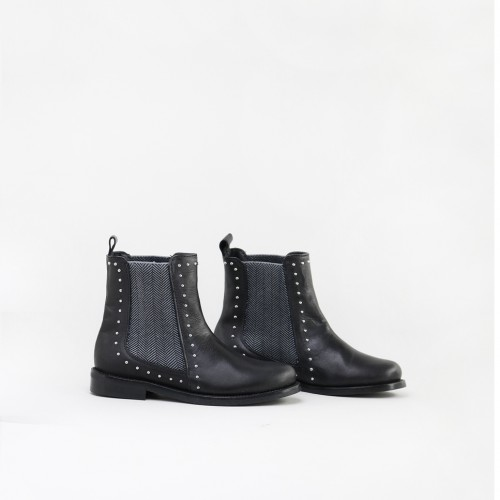 Studs Chelsea boots