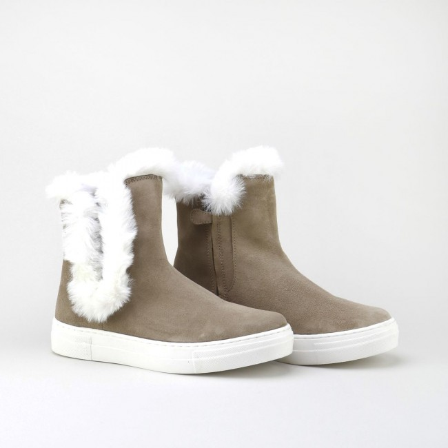 Sports Boot with binding fur
