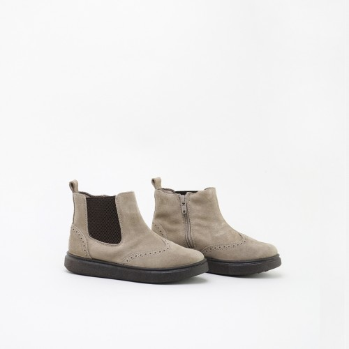 Chelsea boot with punches