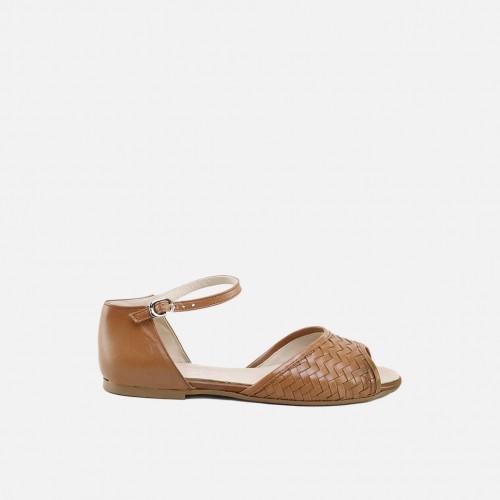 Sandalias para niña de para trenzada en color cognac