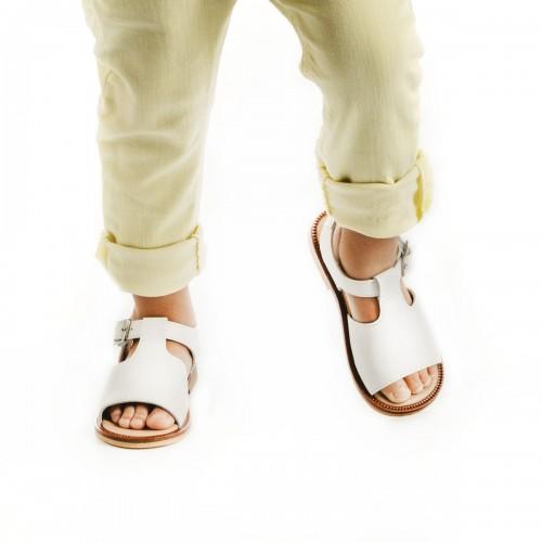 Sandalias clásicas de serraje en blanco