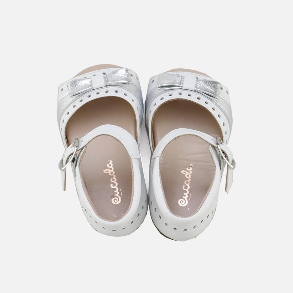 Sandalias con lazo en color blanco