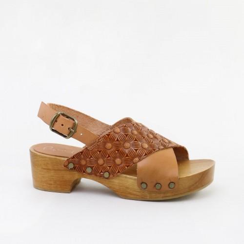 Sandalia zueco grabada