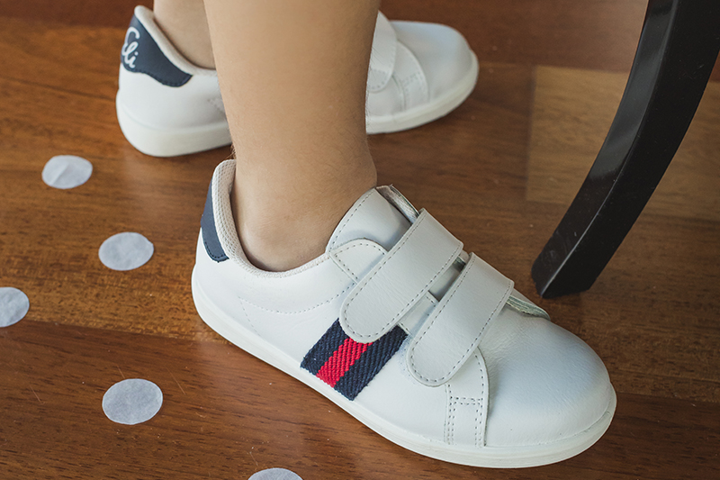 Sports shoes for first steps babies with guarantees