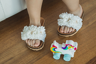 Sandalias cómodas de diseño con adornos de flores de Papanatas