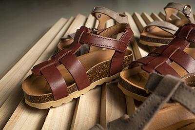 Sandalias con suelas de corcho de Papanatas: ergonomía y comodidad