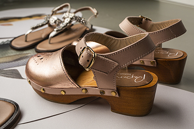 How to combine dressing styles with metallic coloured shoes